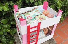 Llitet per les nines. Doll Crafts, Cute Crafts, Diy Doll, Diy And Crafts, Diy Pallet Projects, Projects To Try, Diy For Kids, Crafts For Kids, Fruit Box