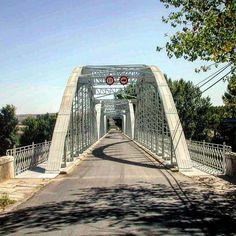 Antiguo puente metálico sobre el Alagón. #Coria #lascarreterasdeExtremadura
