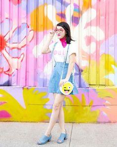 Sam Ushiro é uma designer industrial, confeiteira, blogueira e instragrammer de Nova York. Durante sua graduação, criou um blog para postar suas criações de DIY e comidinhas, mas foi com seu feedincrível no Instagram que começou a ganhar dinheiro. Enquanto asfotos minimalistas e clarinhas ainda estão na moda, Sam vai no extremo oposto: suas fotografias são extremamente coloridas – com muito rosa e amarelo principalmente! Ela mostra seus looks em...