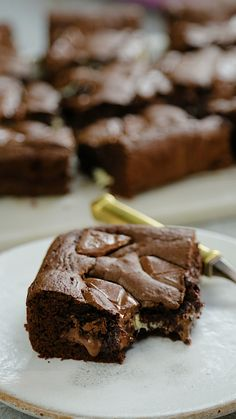 Layer Brownies These brownies have a thousand layers and taste a million times better than regular brownies!These brownies have a thousand layers and taste a million times better than regular brownies! Just Desserts, Delicious Desserts, Dessert Recipes, Yummy Food, Snacks Recipes, Cake Recipes, Chocolate Recipes, Chocolate Bars, Baking Recipes