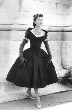 christian dior dresses 1950s | Christian Dior New Look 1950 Dior expanded out of france in