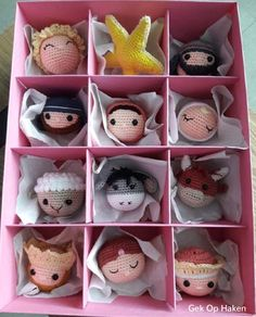 The pink nativity story for the Christmas tree. Put it in a pink box, hope she l Crochet Christmas Decorations, Christmas Crochet Patterns, Christmas Knitting, Christmas Nativity, Christmas Baubles, Christmas Crafts, Nordic Christmas, Modern Christmas, Christmas Tree
