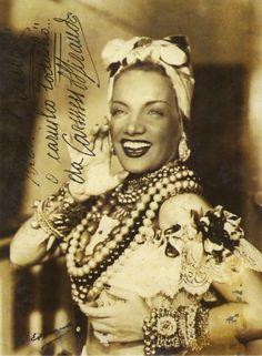 Carmen Miranda | Carmen Miranda em fantasia de baiana no Cassino da Urca