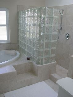 Douche paroi en carreau de verre http://premierbathroom.blogspot.com/2010/11/art-deco-shower.html