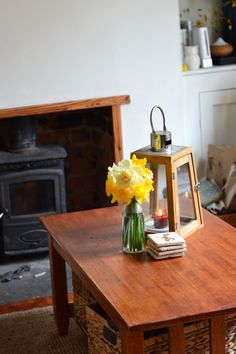 My gorgeous living room with daffodils from my garden.