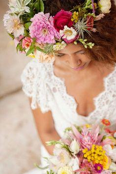 Une couronne de fleurs, please ! #eventsbymikysag #floralcrown #eventdesign #weddingdesign #flowers #bridesmaids #bride #inspiration #wedding