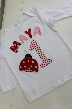 ♥Niedliches Geburtstagsshirt für kleine Junikäfer! ♥Das Langarmshirt ist aus reiner Baumwolle. ♥Der Junikäfer hat doppellagige Flügel, die leicht abstehen- für einen tollen Effekt.Mit großer...