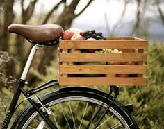 Dandelion Emporium: beautiful bike crates are back Bycicle Vintage, Bycicle Woman Suv Bike Rack, Rear Bike Rack, Rear Bike Basket, Bicycle Basket, Bike Baskets, Velo Vintage, Vintage Bikes, Dog Bike Carrier, Biking With Dog