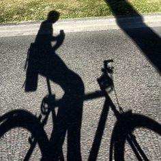 Schaduw van een fietser