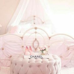 5 must haves for a beautiful feminine bedroom - Traumzimmer fur teenager ...