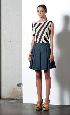 Look 10 . 812 Maglia / Knitwear . 705 Gonna / Skirt . 292 Bracciale / Bracelet . 295 Bracciale / Bracelet . 204P Scarpa / Shoes