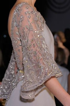 Elie Saab couture, the lace is exquisite Style Couture, Couture Details, Fashion Details, Couture Fashion, Fashion Glamour, Classy Fashion, Fashion Art, High Fashion, Elie Saab Couture