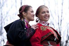 Almankas bunadsjakker Norway, Crown, Costumes, Band, Jewelry, Fashion, Moda, Corona, Sash