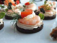 Zdjęcie: Przekąski sylwestrowe czyli finger food – tartinki z łososiem i krewetkami