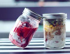 Zdrowe posiłki na wynos to dla wielu największy problem.Jak wymyślić coś, co będzie jednocześnie fit i mało problematyczne do zjedzenia w pracy czy szkole? Na co zamienić nudzące się już kanapki czy twarożki? Jeśli szukacie nowych pomysłów ... Queijo Cottage, Healthy Cooking, Healthy Recipes, Healthy Food, Food Inspiration, Love Food, Meal Prep, Food Porn, Food And Drink