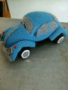 Ravelry: pandastamper's Volkswagen Beetle Amigurumi ~ this would make a wonderful teen gift! Make in his/her favorite color! Crochet Car, Crochet Gratis, Crochet For Boys, Crochet Dolls, Free Crochet, Amigurumi Patterns, Crochet Patterns, Stuffed Animal Patterns, Crochet Animals