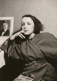 Isadora Duncan, Patti Smith, Janis Joplin, 50s Glamour, Good Fellows, Old Hollywood Actresses, Punk Looks, Francoise Hardy, Circus Clown
