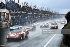 The start the the Ferrari 250 LM 3 of Masten Gregory and Charlie Kolb... Nachrichtenfoto | Getty Images