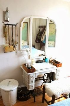 I love this because it repurposes the sewing machine without actually disassembling it. All the parts are kept intact, but it could still be used as a vanity.