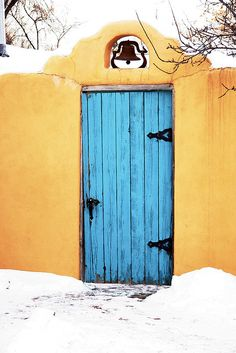 What lies behind these beautiful doors? Up a picturesque snowy canyon road, each one uniquely different and up to you which one you choose to open. New Mexico Style, Taos New Mexico, Southwestern Art, Southwest Style, Portal, Europe Packing, Traveling Europe, Backpacking Europe, Packing Lists
