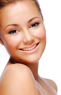 Keeping your skin moistrurized with a lotion containing bronzer can help achieve dewy, glowing skin at home.    visit www.spraytanproduct.com to check out our Beauty Extender Lotion with DHA to keep that skin looking beautiful and glowing daily