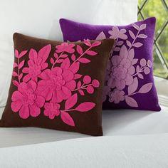felt flowers on pillow cushions. Felt Flower Pillow, Felt Pillow, Quilted Pillow, Sewing Pillows, Diy Pillows, Decorative Pillows, Throw Pillows, Cushions, Felt Crafts