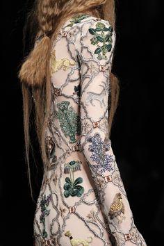 Alexander McQueen Fall 2017 Ready-to-Wear Fashion Show Details