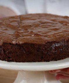 Bolo de mousse de chocolate Sweet Recipes, Cake Recipes, Dessert Recipes, Chocolat Cake, Delicious Desserts, Yummy Food, Portuguese Desserts, Chocolate Desserts, Bakery