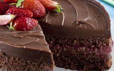 O bolo de chocolate é o favorito da grande maioria das pessoas e o melhor é que ele pode ser feito somente com o sabor chocolate e também com outros sabores que se juntam ao chocolate, como: creme, sorvete, bolacha, morango e outros. O bolo de chocolate com morango é uma delícia e pode ser …