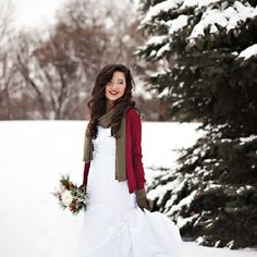 I am completely swooning over this winter bridal session in the snowy woods of Minnesota! Definitely a must see by Nikki Tran Photography!