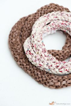 Knitted necklace tutorial: use as such or sew small beads for a chunky necklace