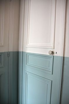 half and half painted white and blueish-grey walls and doors Color Inspiration, Interior Inspiration, Natural Area Rugs, Wall Treatments, Interiores Design, My Dream Home, Decoration, Interior And Exterior, Interior Door