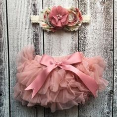 Take a look at this Rose Tutu Bloomers & Flower Headband - Newborn & Infant today! Shabby Chic Headbands, Diy Baby Headbands, Floral Headbands, Ropa Shabby Chic, Diy For Girls, Headband Hairstyles, Little Princess, Princess Tutu, Hair Bows