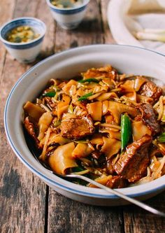 Frugal Food Items - How To Prepare Dinner And Luxuriate In Delightful Meals Without Having Shelling Out A Fortune Saucy Beef Chow Ho Fun Noodles, By Top Recipes, Beef Recipes, Cooking Recipes, Healthy Recipes, Spicy Recipes, Family Recipes, Chicken Recipes, Asian Noodle Recipes, Asian Recipes