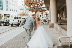 Outdoor city wedding photography, classic wedding photo inspiration