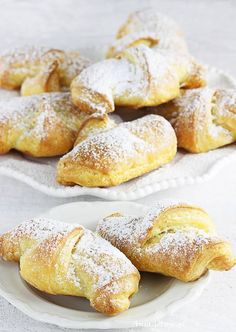 Rogaliki kruche | AniaGotuje.pl Polish Recipes, Pretzel Bites, Cooking Recipes, Sweets, Bread, Cookies, Breakfast, Cake, Food