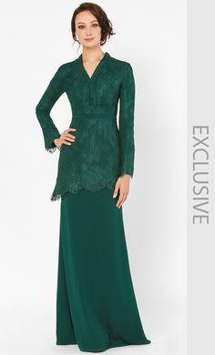 Kebaya Lace, Kebaya Dress, Muslim Fashion, Modest Fashion, Fashion Dresses, Myanmar Traditional Dress, Traditional Dresses, Bridesmaid Dresses With Sleeves, Bridal Dresses