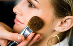 Maquillaje a los 20, 30 y 40  La edad sí importa al momento del maquillaje.
