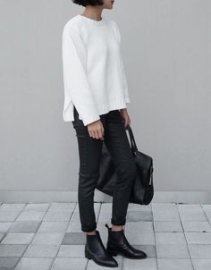 New Black Ankle Boats Outfit Winter Casual Minimal Classic Ideas Minimal Classic, Minimal Chic, Minimal Fashion, Monochrome Fashion, Look Casual Otoño, Casual Chic, Comfy Casual, Casual Fall, Mode Outfits
