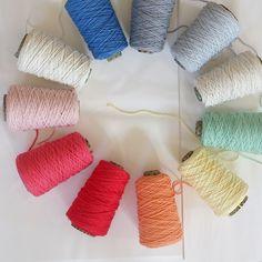 Por aquí ya se siente la primavera. Ganas de color y mas color!! Algo se cuece... #knittingnoodles
