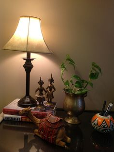 Home tour - treasure filled home of ruma rajpal in new jersey, usa part -i indian Ethnic Home Decor, Indian Home Decor, Indian Decoration, Home Decor Styles, Diy Home Decor, Room Decor, House With Porch, Cozy House, Porches