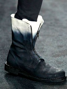 VERY nice: Ombre combat boots - Ann Demeulemeester. Mode Shoes, Men's Shoes, Fashion Shoes, Fashion Accessories, Mens Fashion, Steampunk Fashion, Gothic Fashion, Diy Fashion, Fashion Ideas