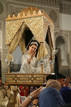 Introducing the bride, moroccan wedding wow! that would be a day to remember for sure!!!!