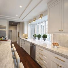 Supreme Kitchen Remodeling Choosing Your New Kitchen Countertops Ideas. Mind Blowing Kitchen Remodeling Choosing Your New Kitchen Countertops Ideas. Home Decor Kitchen, Interior Design Kitchen, Home Kitchens, Country Kitchens, Farmhouse Kitchens, Decorating Kitchen, White Farmhouse, Luxury Kitchens, Kitchen Furniture