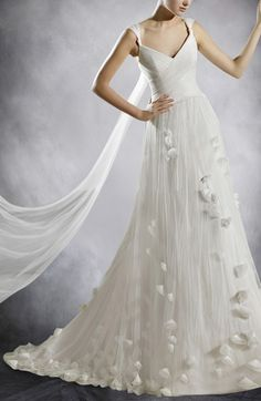 Tulle White A-line V-neck Chapel Train Capped Sleeve Wedding Gowns
