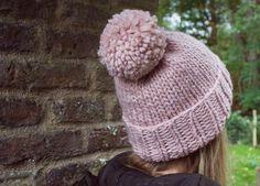 Rib, not too much. Oversized pom pom for proportion. anfänger mütze Easy Knitting Pattern Hat for Beginners Crochet Socks, Knitting Socks, Free Knitting, Crochet Baby, Knit Crochet, Beanie Pattern Free, Free Pattern, Knitted Blankets, Knitted Hats