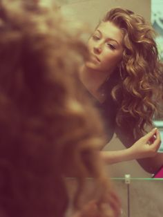 Seriously why was i not blessed with naturally curly hair like this... I'd wake up show and go everyday.