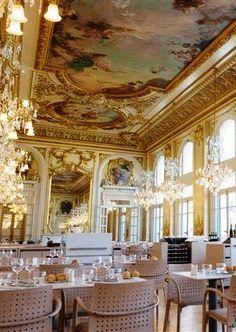 Musée d'Orsay,L'ancien restaurant de l'hôtel d'Orsay, situé au premier étage du musée, a conservé toute sa magnificence depuis son ouverture en 1900