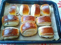Tvarohové mini záviny (fotorecept) - recept | Varecha.sk Hot Dog Buns, Hot Dogs, Bread, Food, Mini, Savory Snacks, Hampers, Bakken, Brot