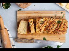 Ένα αφράτο, χρυσοψημένο, φουσκωτό τυρόψωμο με μυρωδικά, που μπορείς να φτιάξεις στο σπίτι και να τρως όλες τις ώρες της μέρας! Butcher Block Cutting Board, Good Food, Favorite Recipes, Interesting Recipes, Kitchen, Drink, Youtube, Cooking, Beverage